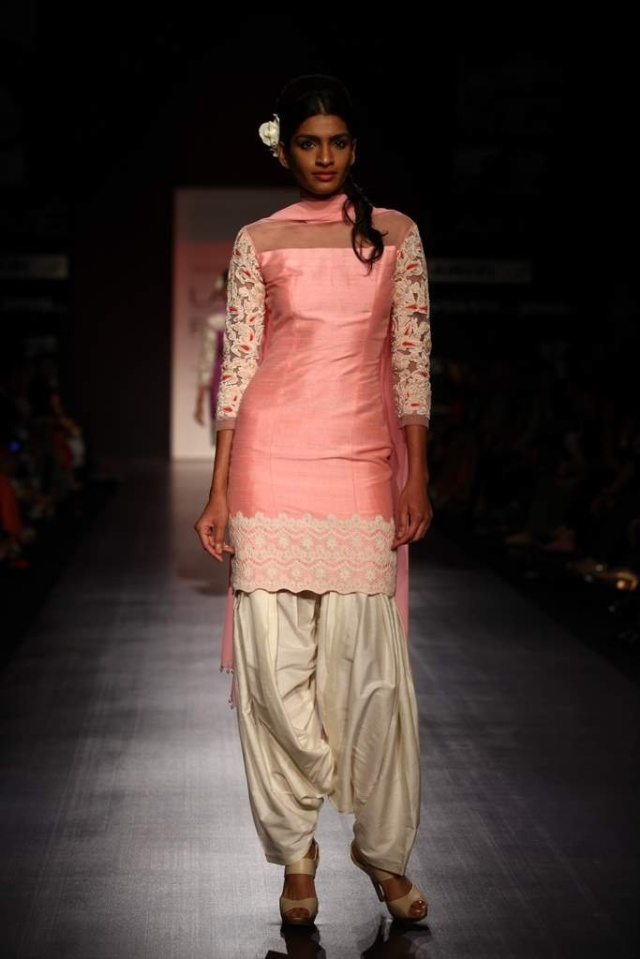 casual-wear-salwar-suit-by-manish-malhotra